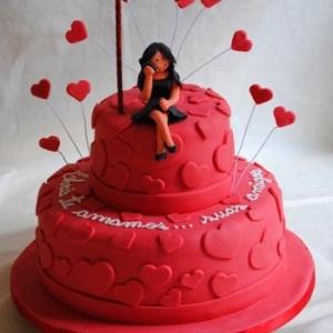 bolo-vermelho-com-coracoes